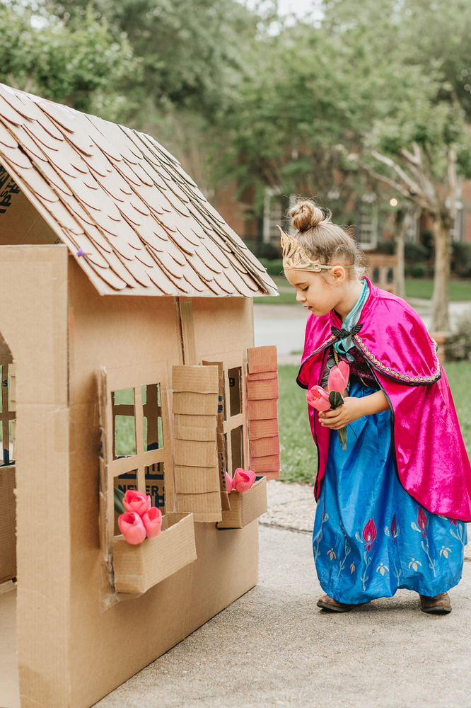 DIY recycled Playhouse for kids