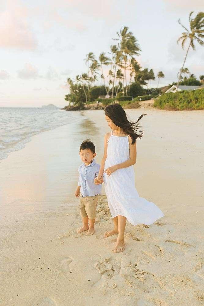 family photographer lanikai beach oahu