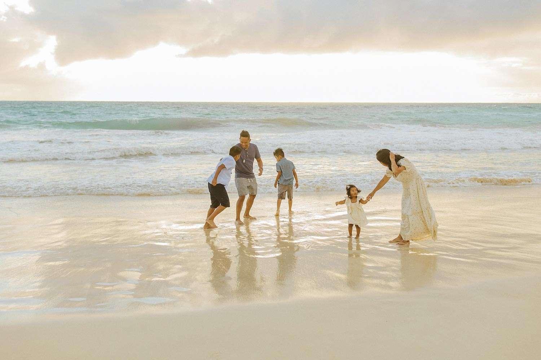 honolulu family portraits on the beach