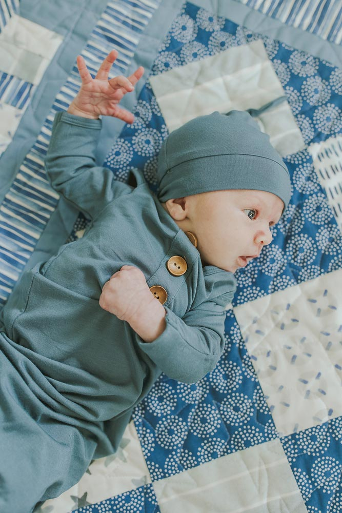 lifestyle newborn photographers in maui