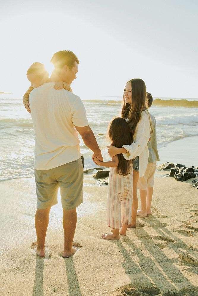 oahu vacation family photos on Waikiki Beach